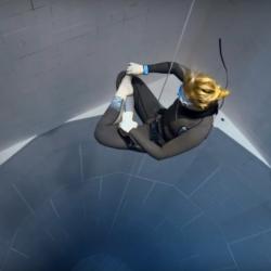 Freedive Earth, freediver at the pool Nemo33